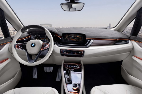 BMW Concept Active Tourer 2013 салон