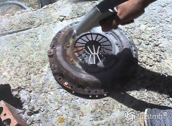 Как очистить ржавчину с металла своими руками