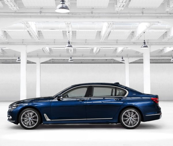 Седан BMW 750Li xDrive The Next 100 Years