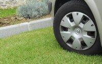 Верховный суд отменил штрафы за парковки на газонах