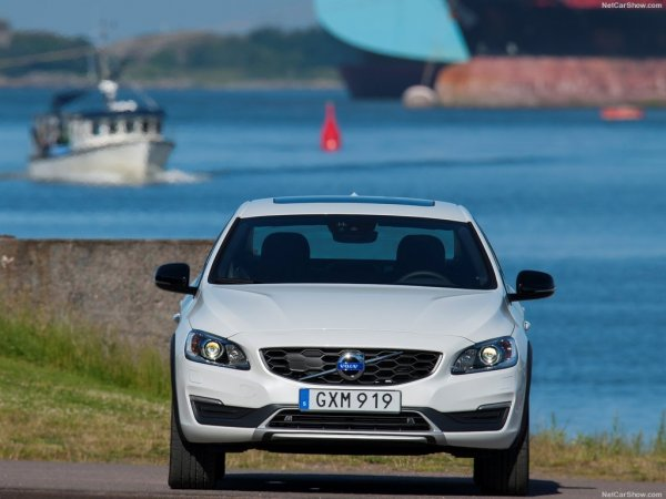 Volvo S60 Cross Country 2016, вид спереди