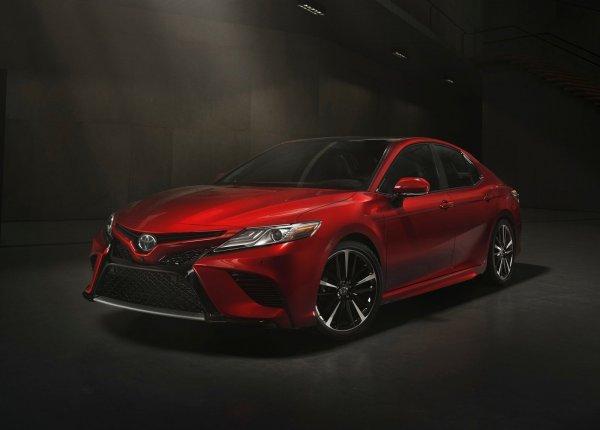 Экстерьер Toyota Camry 2018