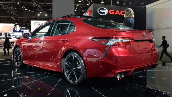 Toyota Camry 2018, вид сзади