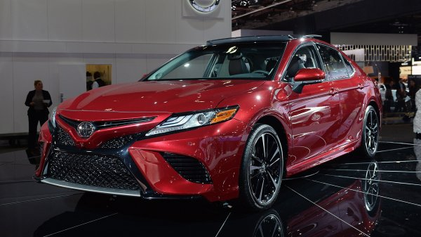 Toyota Camry 2018, вид спереди