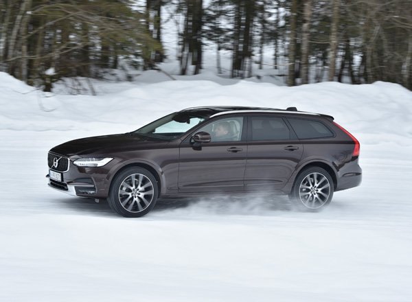 Новый универсал Volvo V90 Cross Country