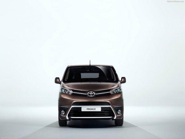 Тойота ProAce Verso 2017, вид спереди