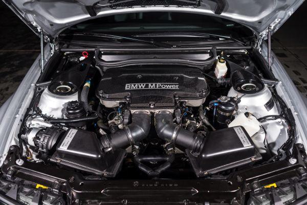 Легендарный V8 на BMW M3 GTR Road Version