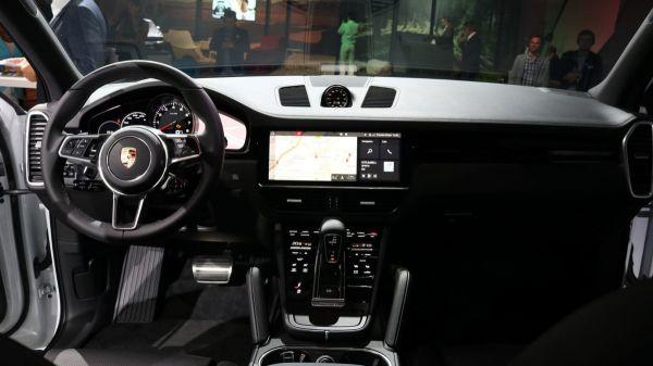 Интерьер Porsche Cayenne 2018