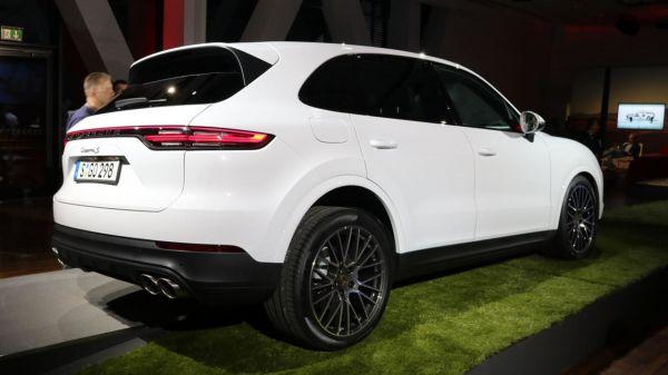 Новый Porsche Cayenne 2018, вид сзади
