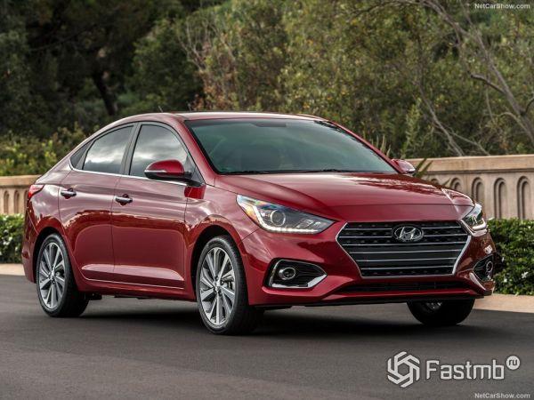 Hyundai Accent 2018, вид спереди и сбоку справа