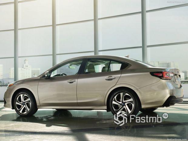 Subaru Legacy 2020, вид сбоку слева