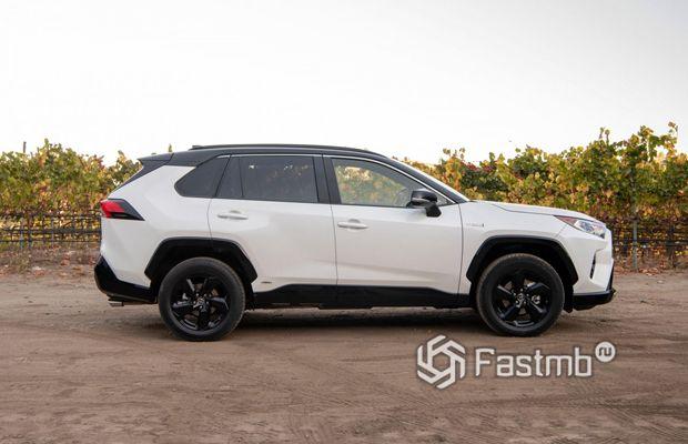 Toyota RAV4 гибрид XA50 2018, вид сбоку