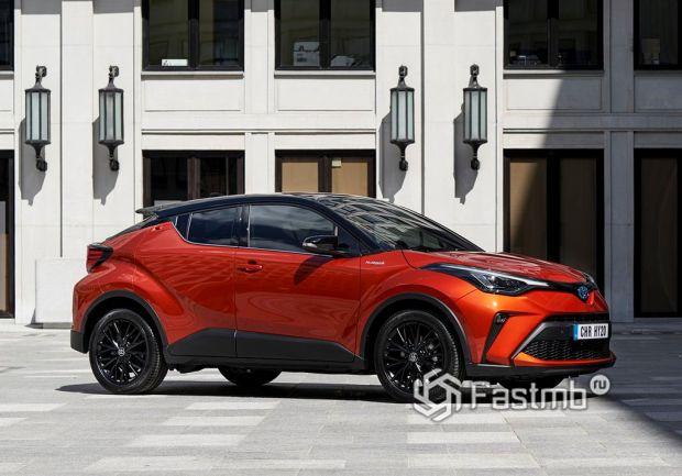 Toyota C-HR 2019, вид сбоку