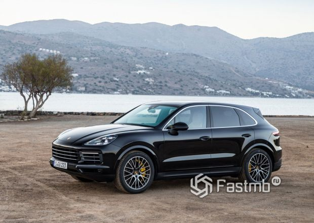 Porsche Cayenne 2018, вид сбоку