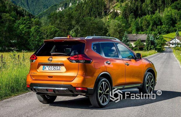 Nissan X-Trail 2018, вид сзади