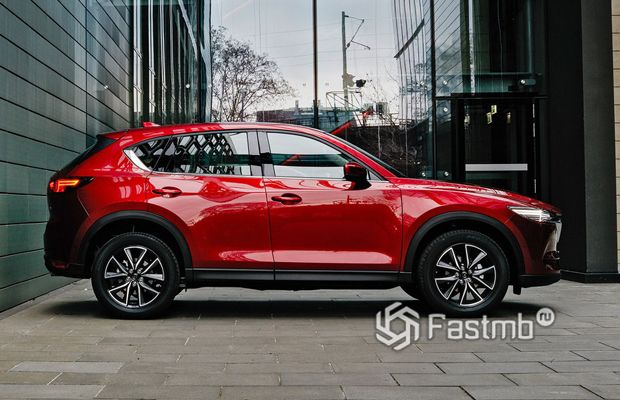 Mazda CX-5 2019, вид сбоку