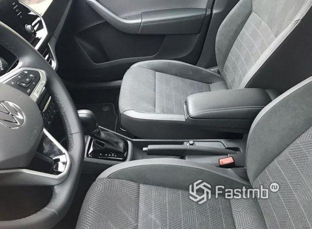 Volkswagen Polo 2020, центральный подлокотник