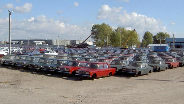 Количество выпущенных машин в Украине за 2012 год близиться к 0