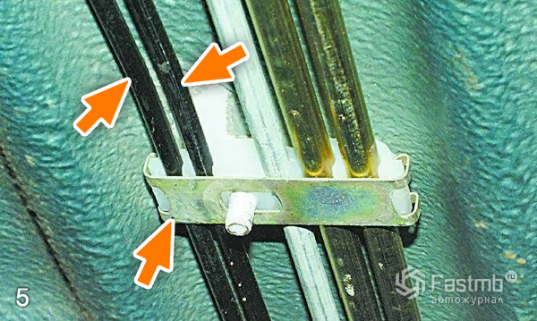 Замена тормозных трубок шаг 5