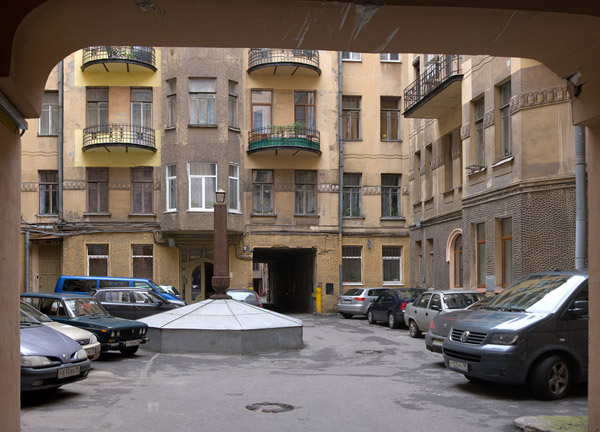 Скоро запретят парковку во дворах
