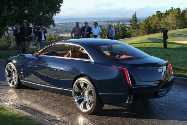 Новый Cadillac Elmiraj 2016 взади