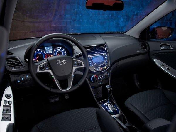 Hyundai Solaris салон машины, подсветка