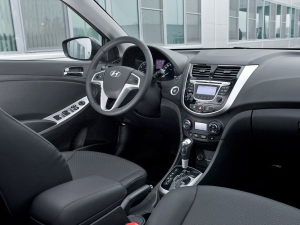 Цена Hyundai Solaris 2013 или Accent