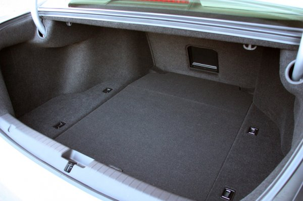 фото Acura RLX 2014 - багажник