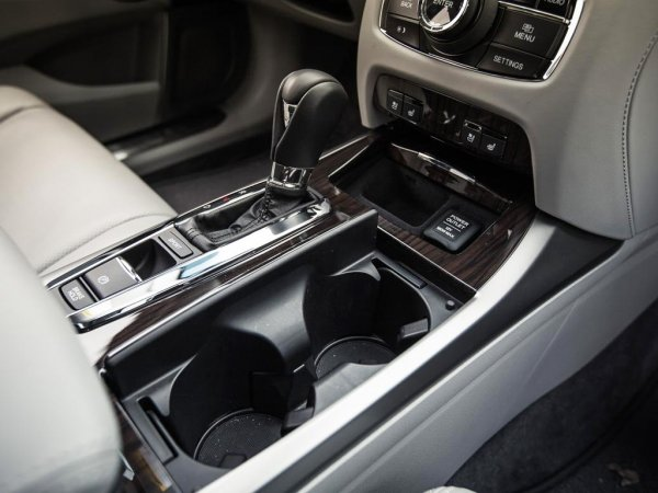 фото Acura RLX 2014 - салон - коробка передач