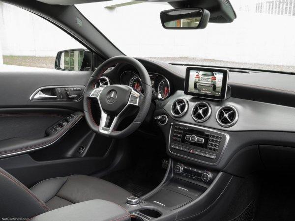 Внутренний интерьер кроссовера Mercedes - GLA-Class 2014