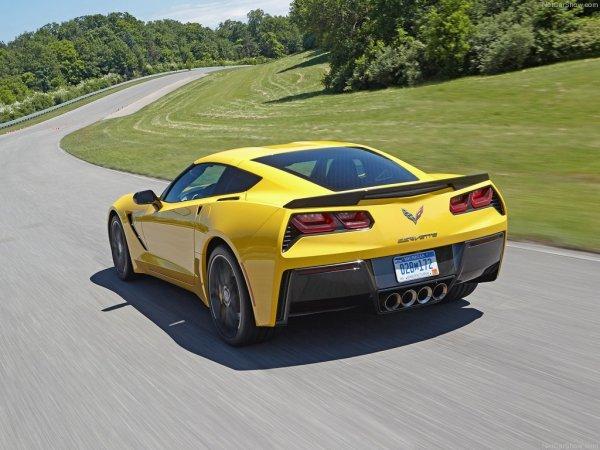 Chevrolet Corvette C7 Stingray 2014 сзади, желтого цвета
