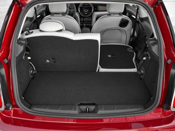 Салон MINI Cooper 2014 имеет объём багажника 211 л