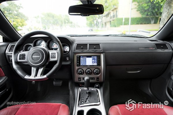 Салон Dodge Challenger SRT8 392 2014