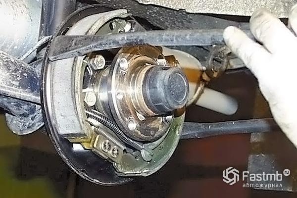 Разборка тормозного механизма заднего колеса шаг 14