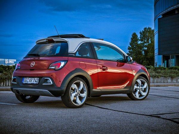 Красный Opel Adam Rocks 2015