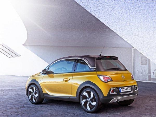 Желтый Opel Adam Rocks 2015