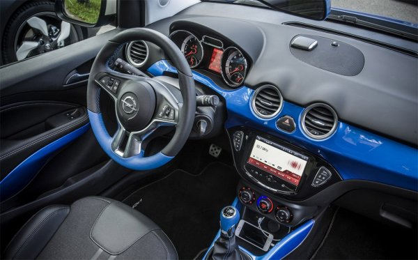 Синий салон Opel Adam Rocks