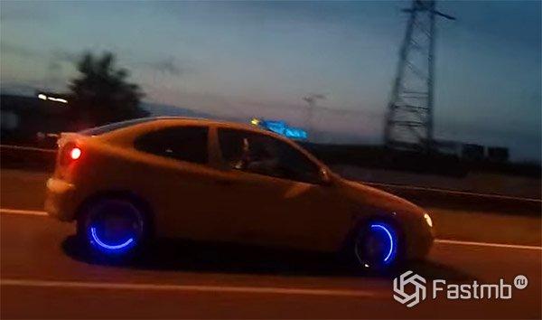 Светящиеся колпачки на ниппель автомобиля