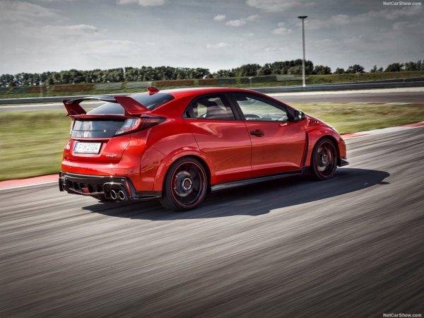 Новый Honda Civic Type R красного цвета