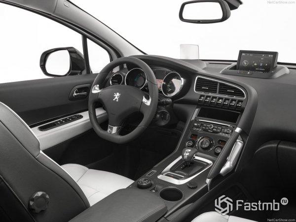 Интерьер Peugeot 3008 2015