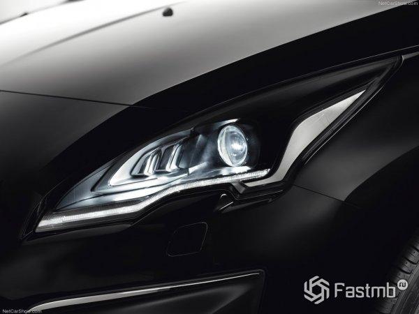 Передняя оптика Peugeot 3008 2015