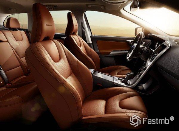 Коричневый салон Volvo XC60