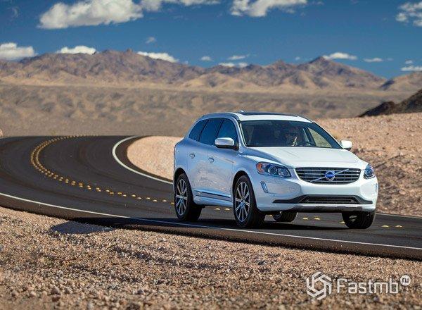 Volvo XC60 в движении