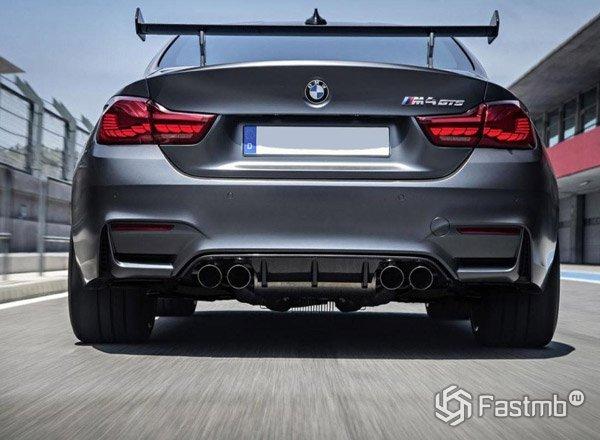 BMW M4 GTS вид сзади