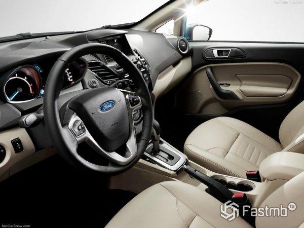 Водительское место в Форд Фиеста