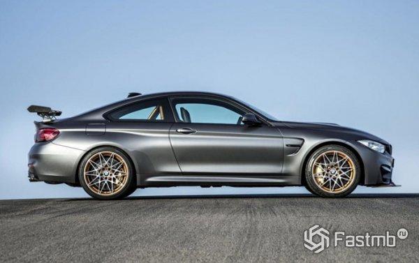 BMW M4 GTS вид сбоку