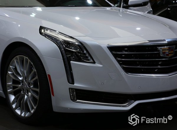 Cadillac CT6, вид спереди