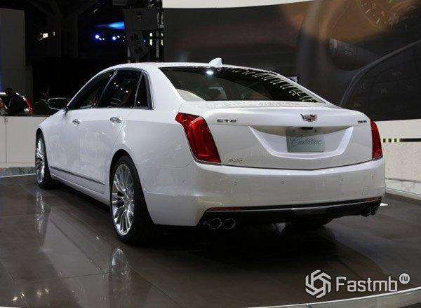 Cadillac CT6, вид сзади
