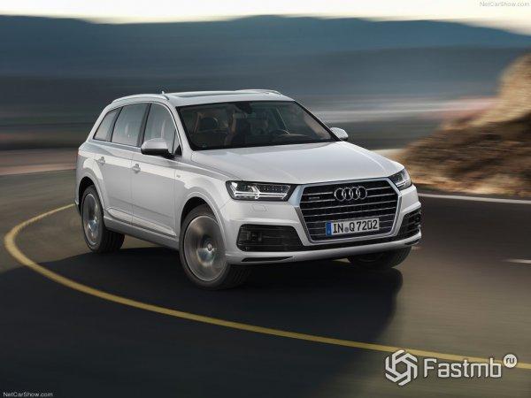 Audi q7 - вид спереди