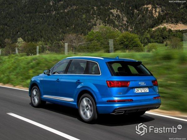 Audi Q7 2015 - вид сзади